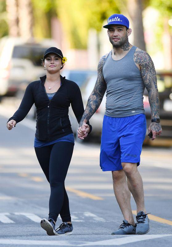 "Demi Lovato Hike With Her Boyfriend Guilherme ""Bomba"" Vasconcelos - Runyon Canyon Park in LA 4/9/2017"