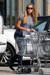 Denise Richards Street Style - Vintage Grocers Shopping in Malibu 4/10/2017