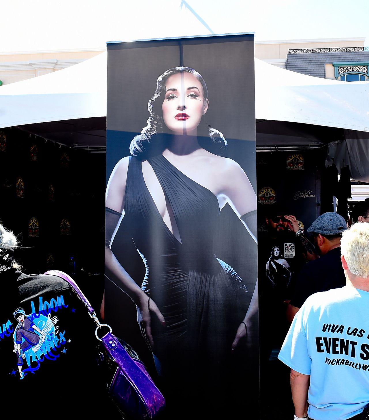 Dita Von Teese - Viva Las Vegas Rockabilly Car Show 2017