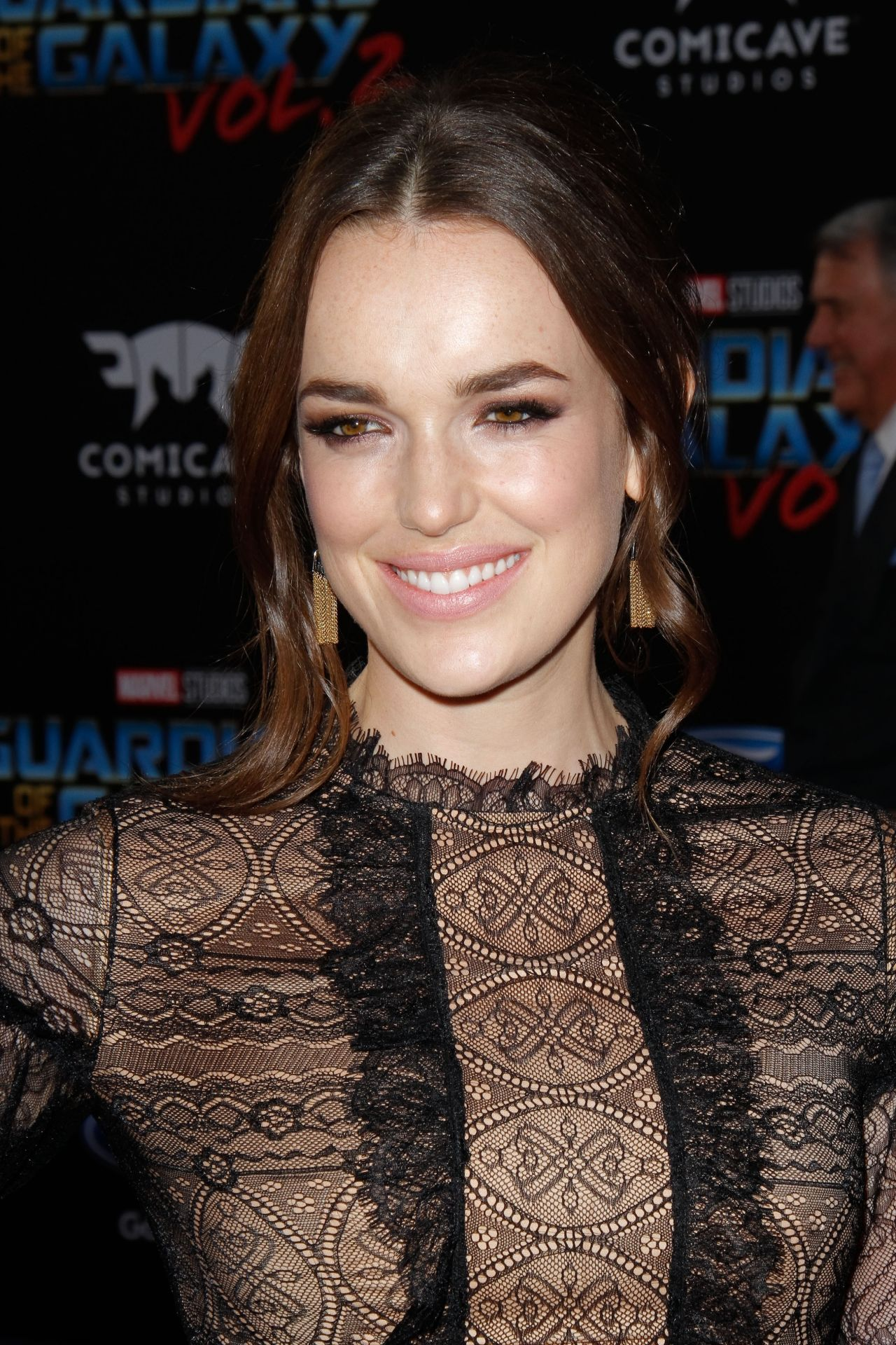 Elizabeth Henstridge Nude Photos 29