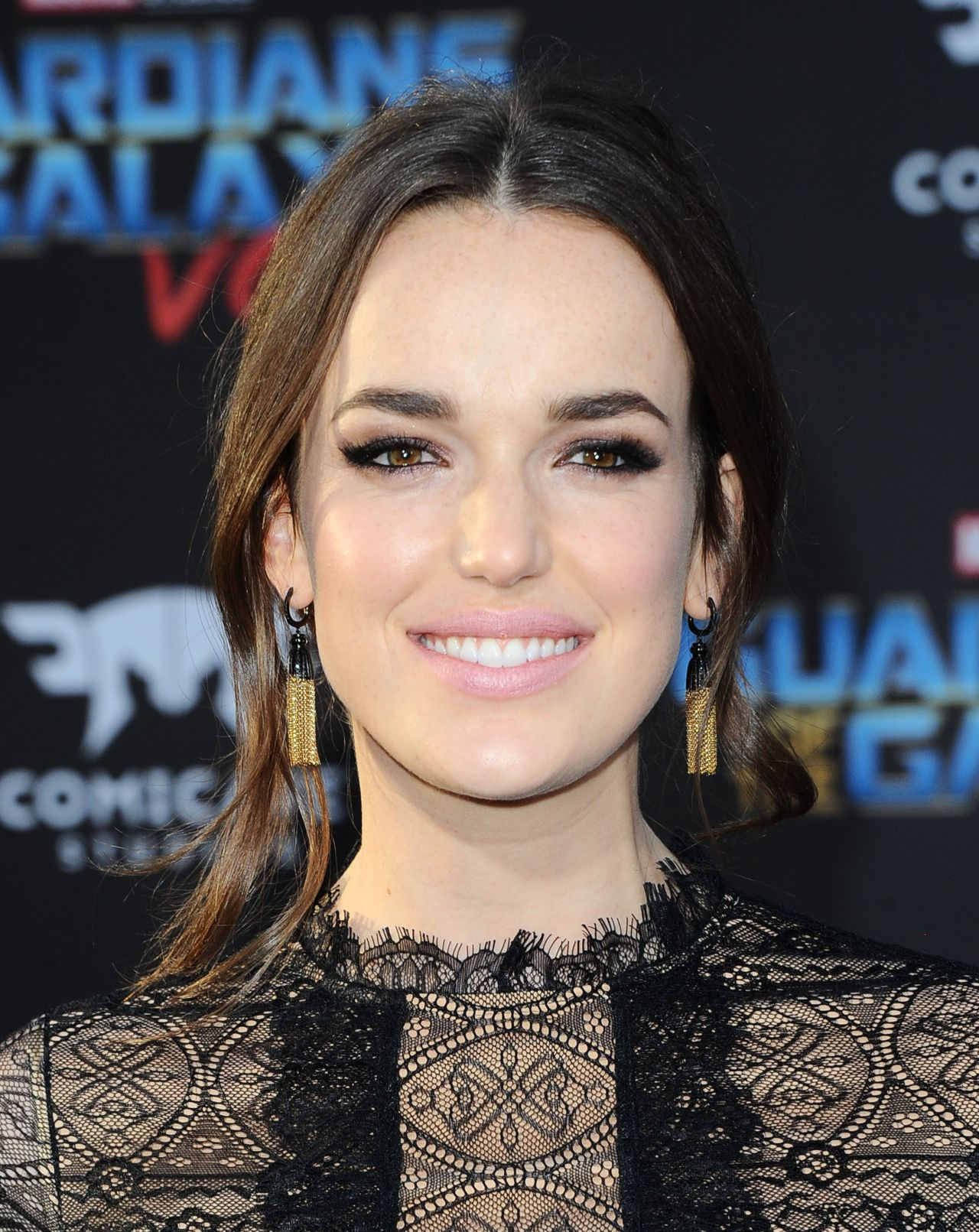 Elizabeth Henstridge Nude Photos 57