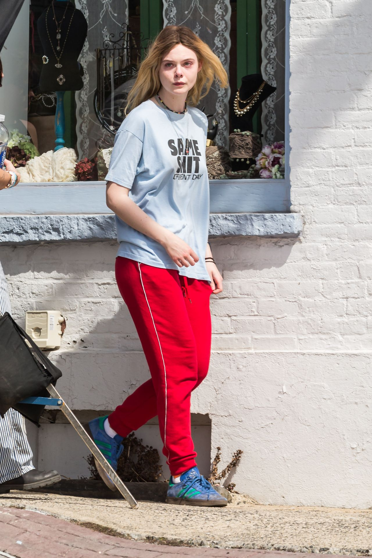 Elle fanning street style arrives to set makeup free in westchester ny