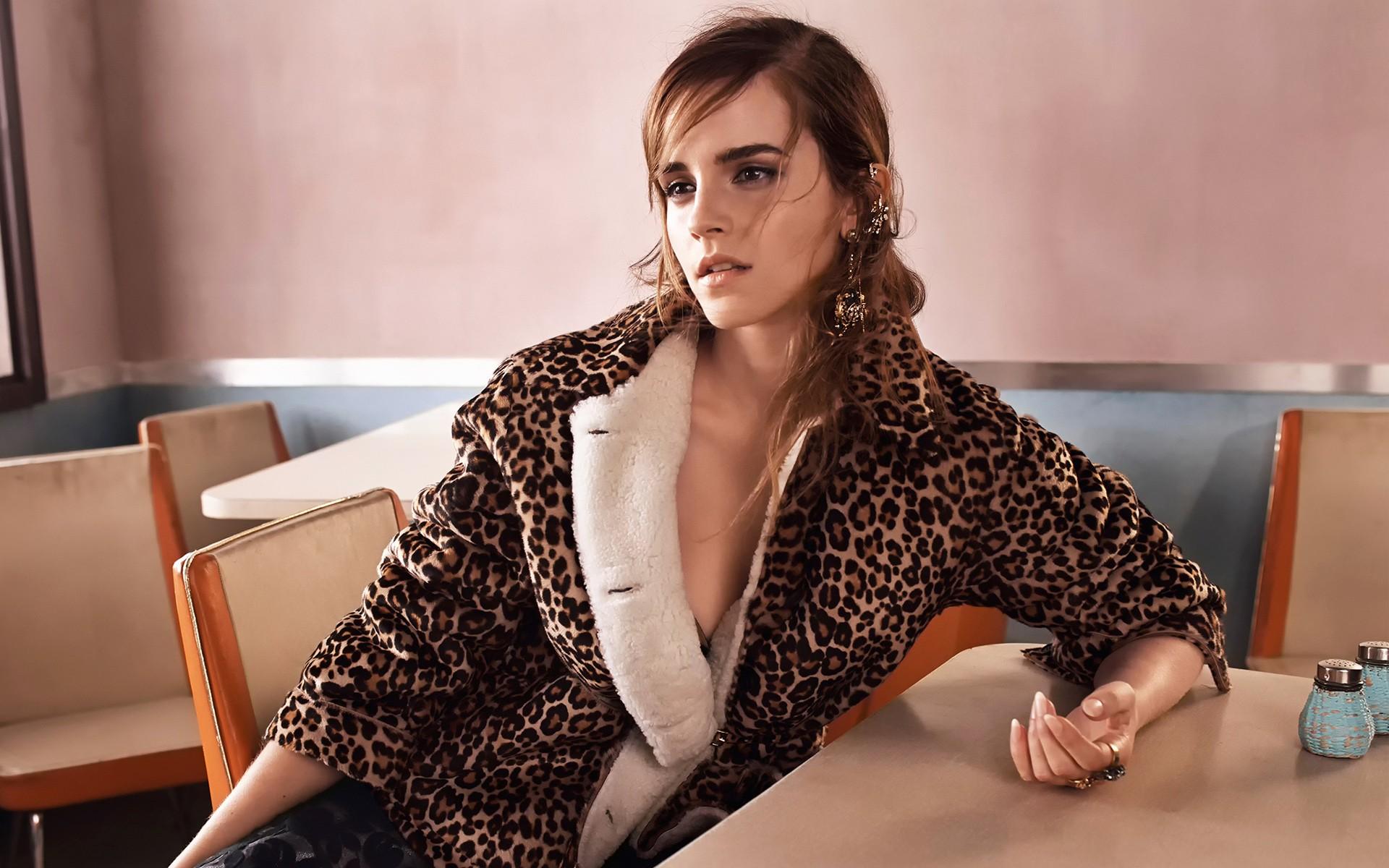 Emma Watson Wallpapers 44-3633