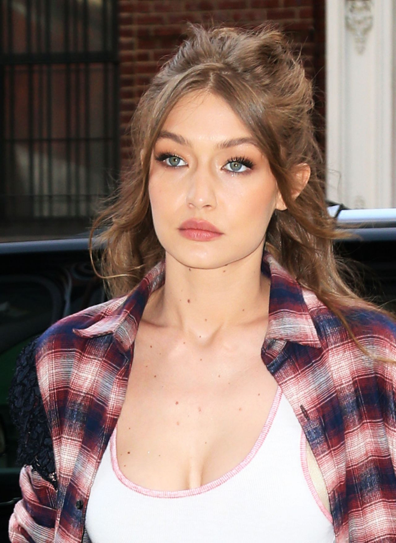 Gigi Hadid Leaving Her Home In Nyc 4 11 2017