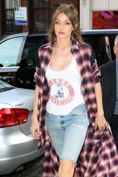 Gigi Hadid - Leaving Her home in NYC 4/11/2017