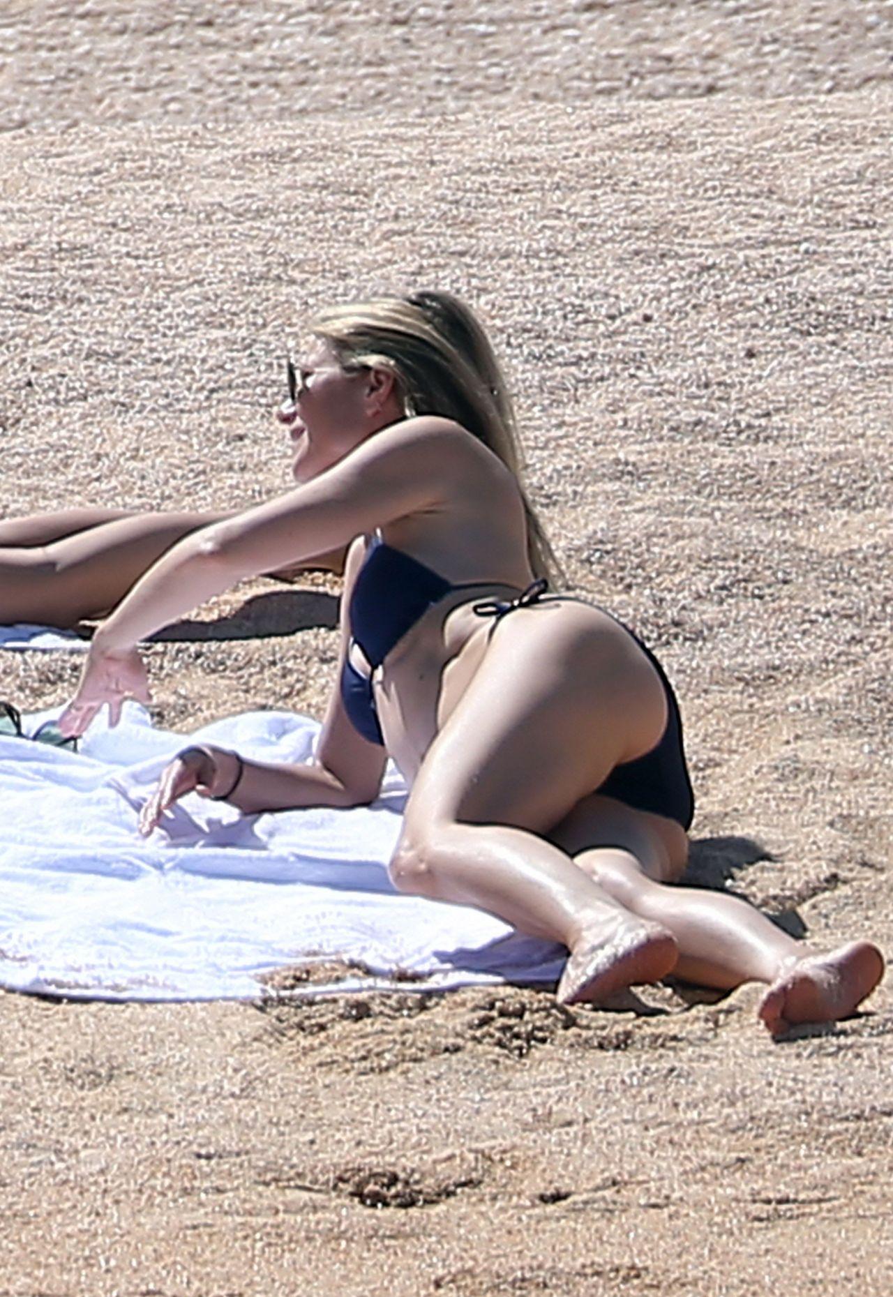 Gwyneth Paltrow In Bikini At A Beach In Cabo San Lucas