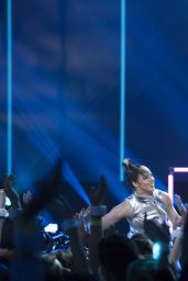 Hailee Steinfeld Performs at 2017 Radio Disney Music Awards in LA