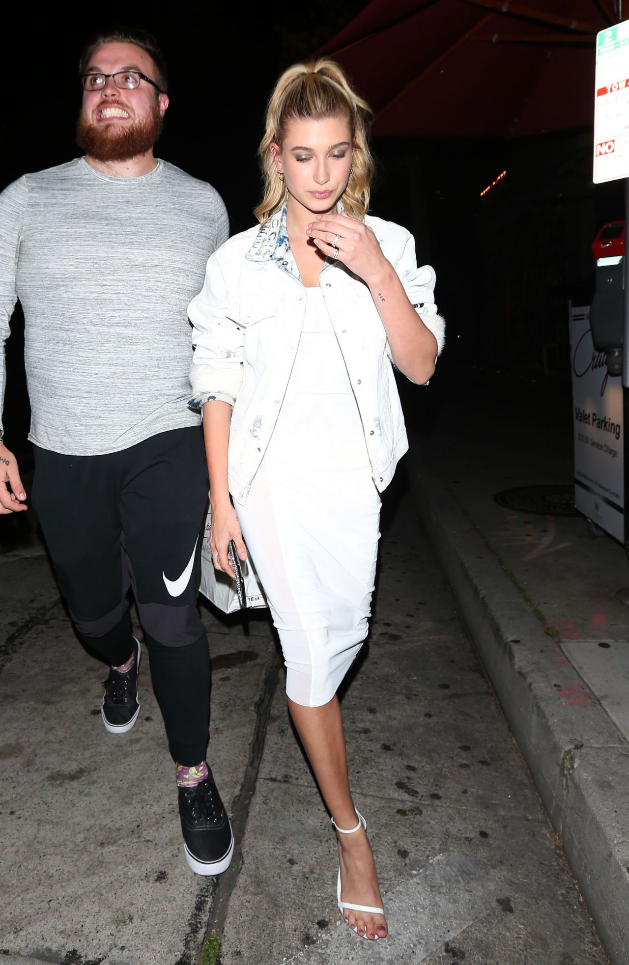 Hailey Baldwin Night Out Style Leaves Craig S Restaurant 4 5 2017