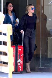 Hailey Baldwin Races to Catch Early Morning Flight in New York 4/12/2017
