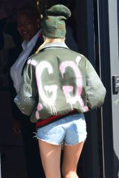 Hailey Baldwin - Shops at Rihanna