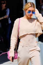 Hailey Baldwin Wears a Midriff-Bearing Outfit - New York 4/11/2017