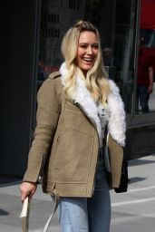 """Hilary Duff at the """"Younger"""" set at the CUNY School of Law in Queens, NYC 4/20/2017"""