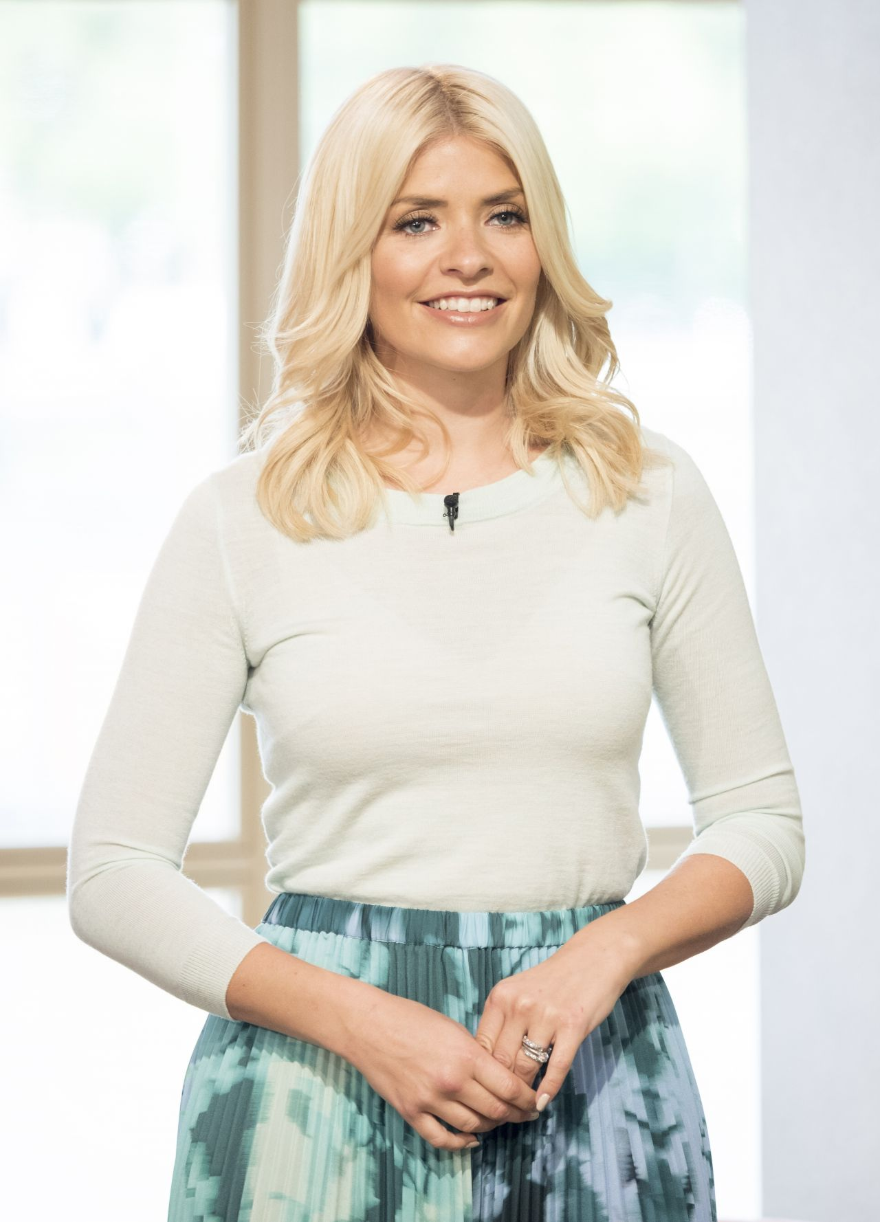 holly willoughby - photo #34