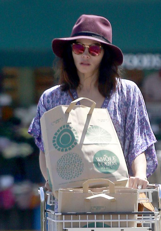 Jenna Dewan Shopping at Whole Foods Market in Studio City 4/15/2017