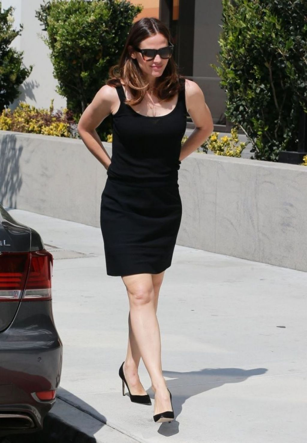 Jennifer garner in black mini skirt brentwood new pics