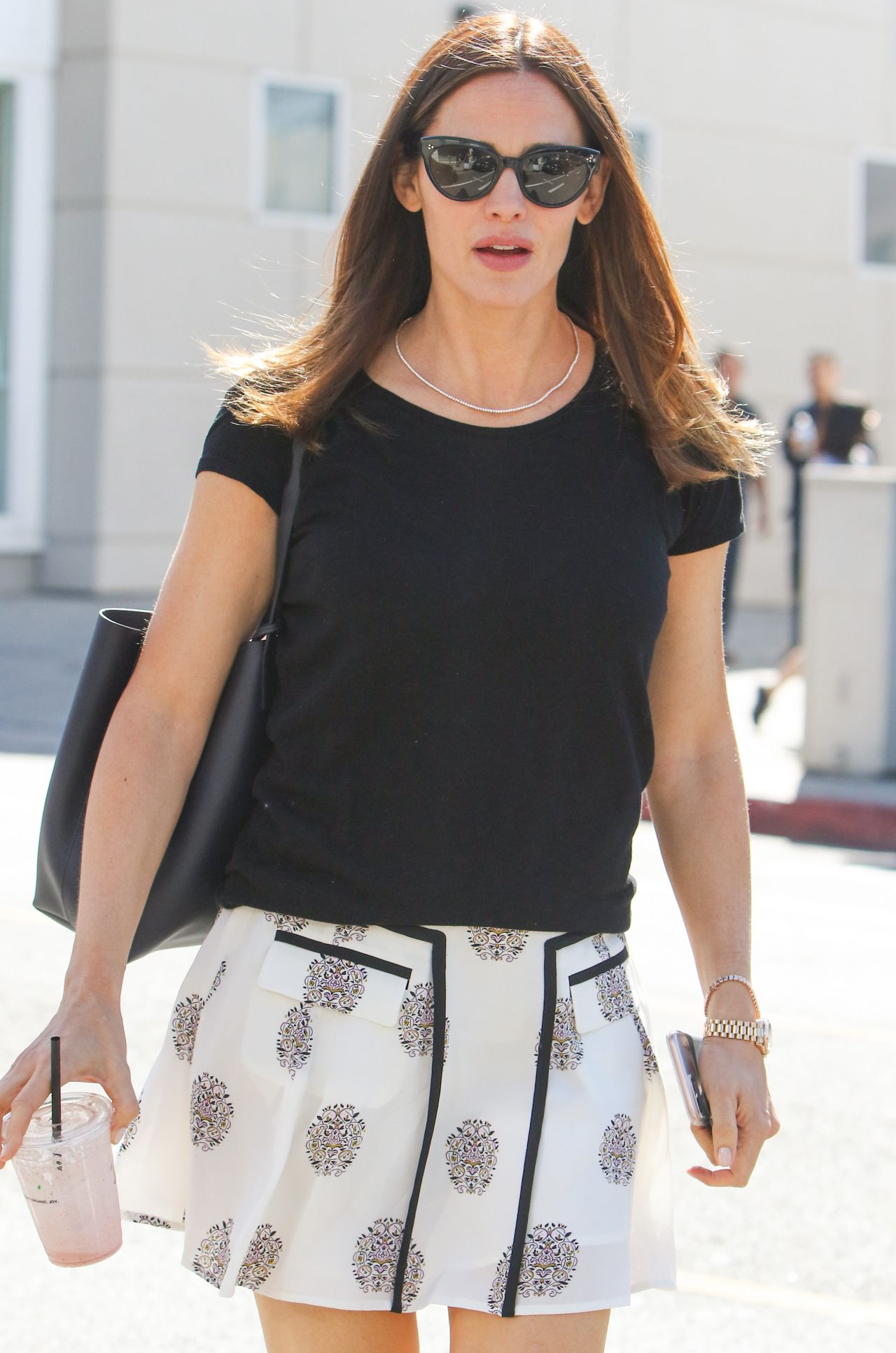 Jennifer Garner In Mini Skirt Out In Brentwood Ca 4 21 2017