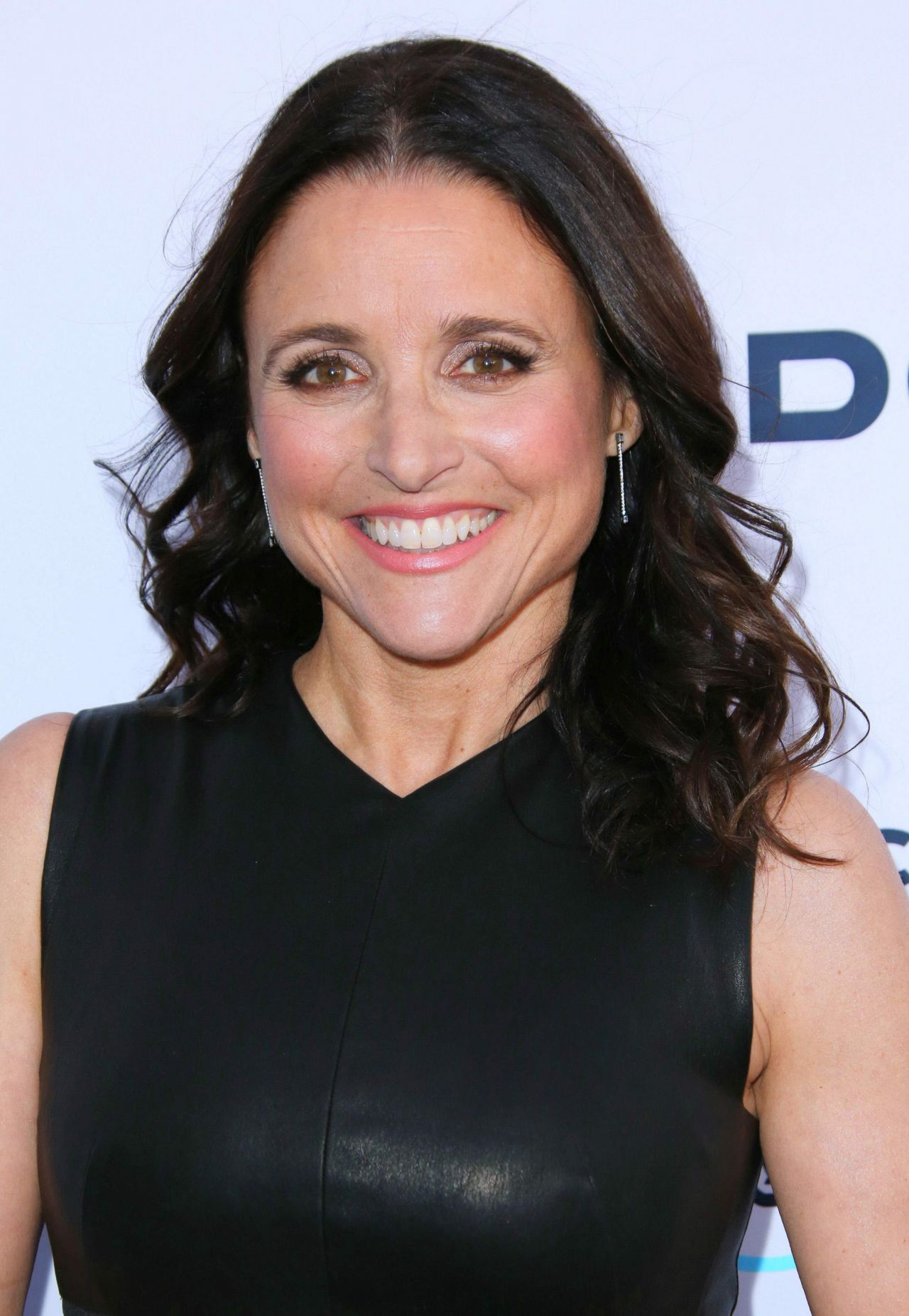 Julia Louis Dreyfus Body Weight Bra Size: NRDC Presents 'STAND UP! For The