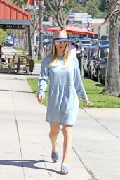 Kaley Cuoco Spring Outfit Ideas - Out in Los Angeles, 4/2/2017