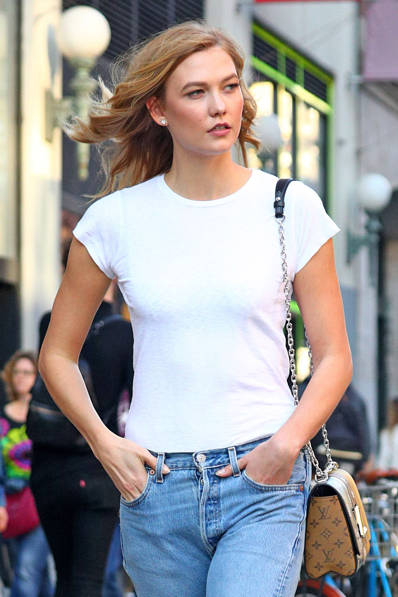 Karlie Kloss In Boyfriend Jeans And Tan Hiking Boots 4 12 2017