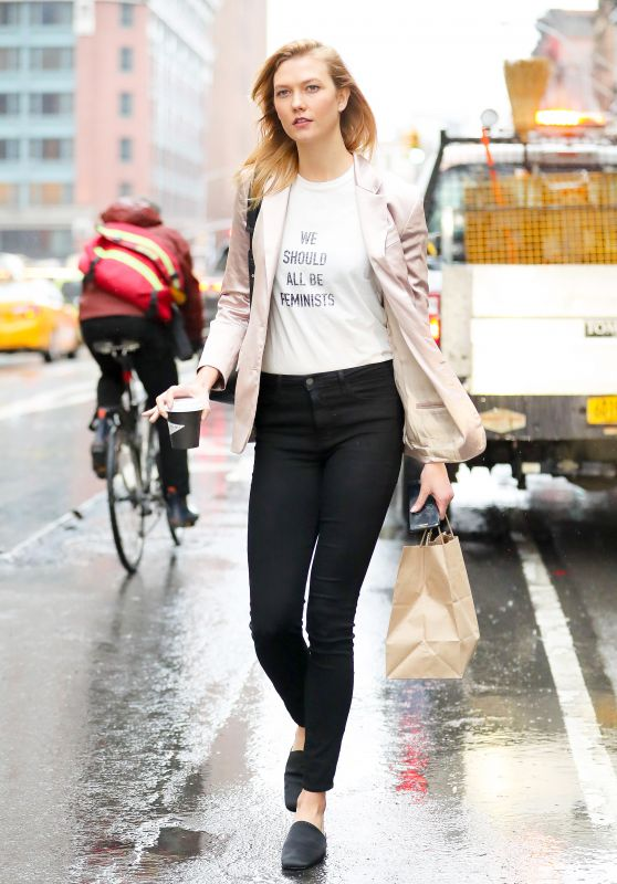 Karlie Kloss in Casual Attire - Hails a Cab in Tribeca, NYC 4/6/2017