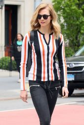 Karlie Kloss - Leaves a Hair Salon in Chelsea, NY 04/30/2017