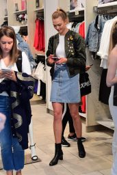 Karlie Kloss Spring Ideas - Soho in NYC 4/10/2017