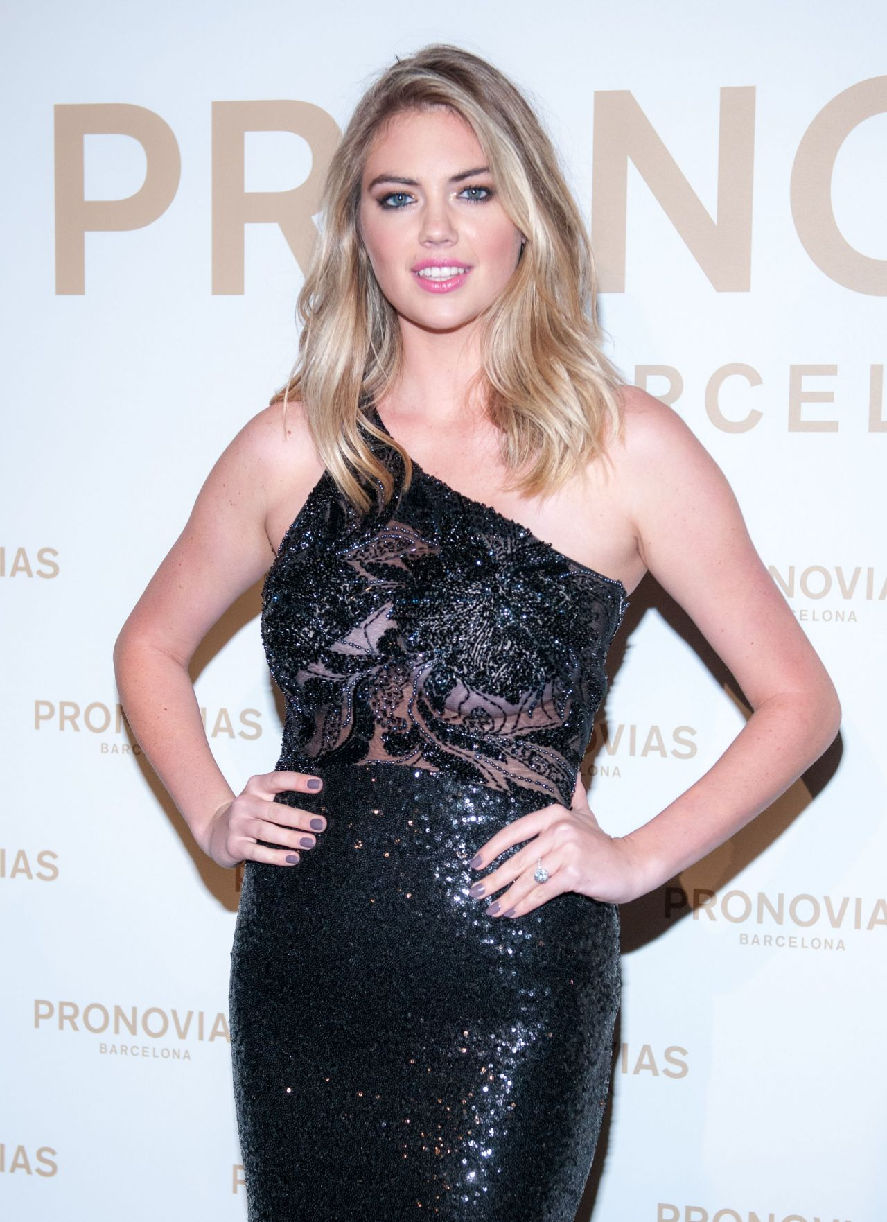 Kate Upton Barcelona Pronovias Catwalk Show