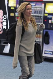 Katie Cassidy at Vancouver International Airport 4/5/2017