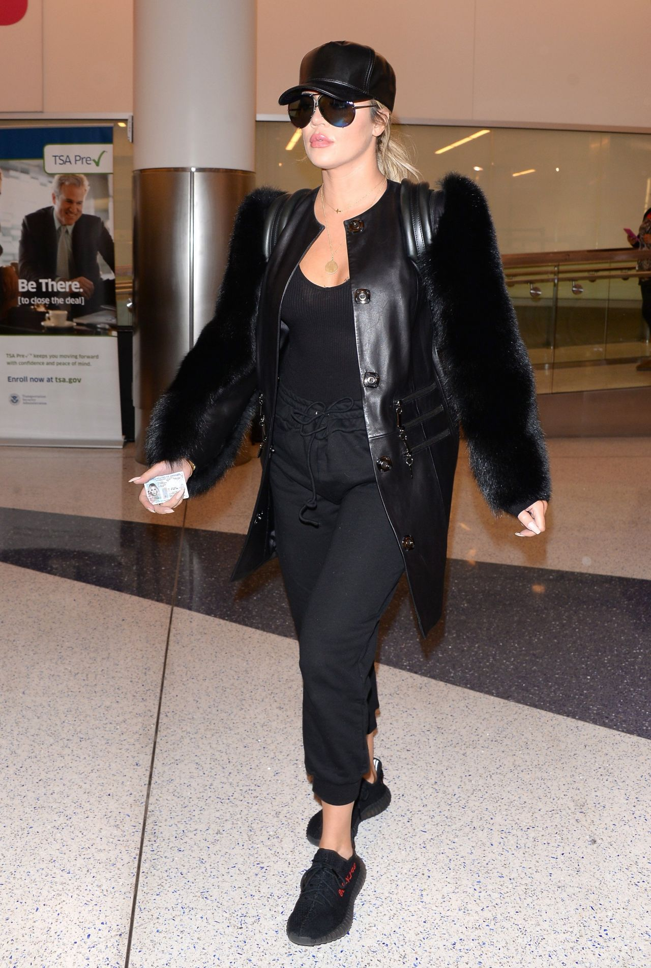 Khloe Kardashian Arriving At Los Angeles Airport March 2017