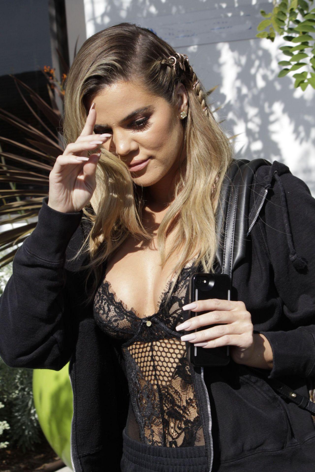 Khloe Kardashian Street Style Out In Los Angeles Ca 4