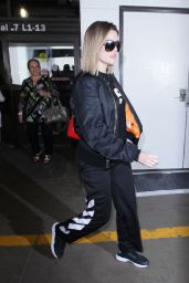 Khloe Kardashian Travel Outfit - LAX in LA 4/17/2017