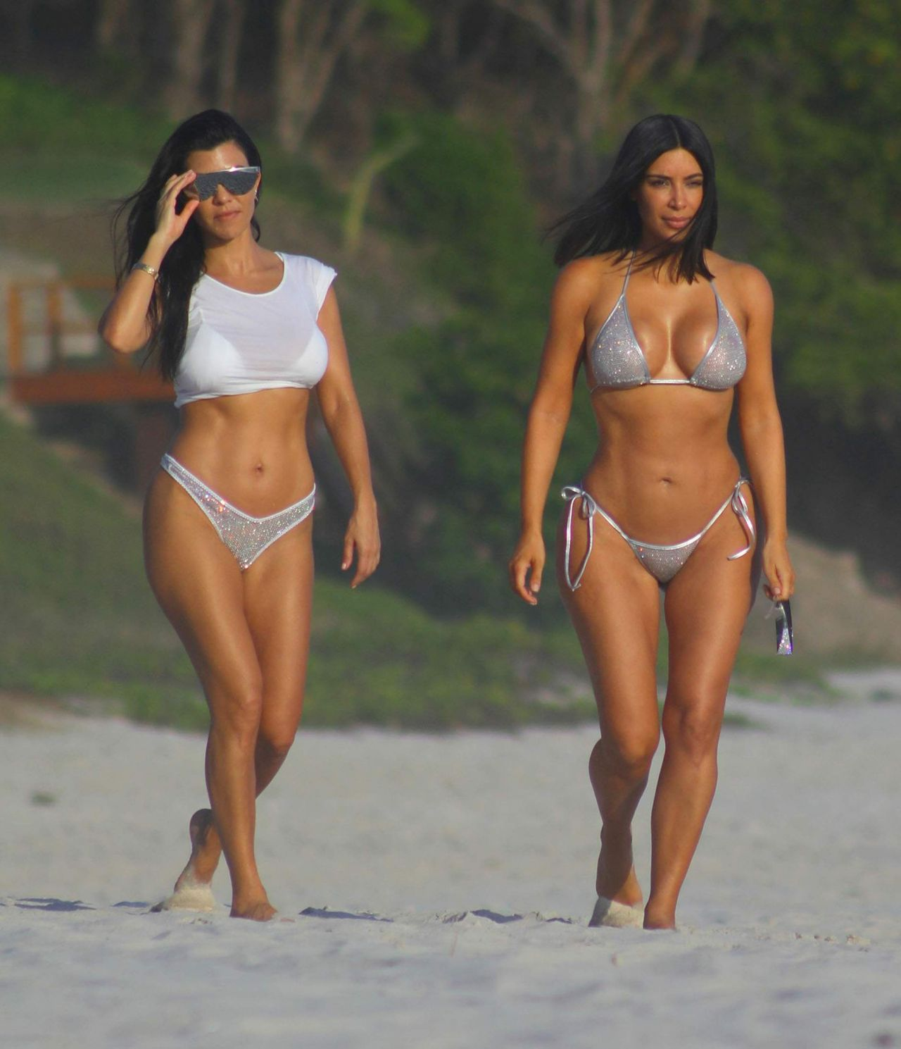 Kim and Kourtney Kardashian on the Beach in Mexico 04/26/2017