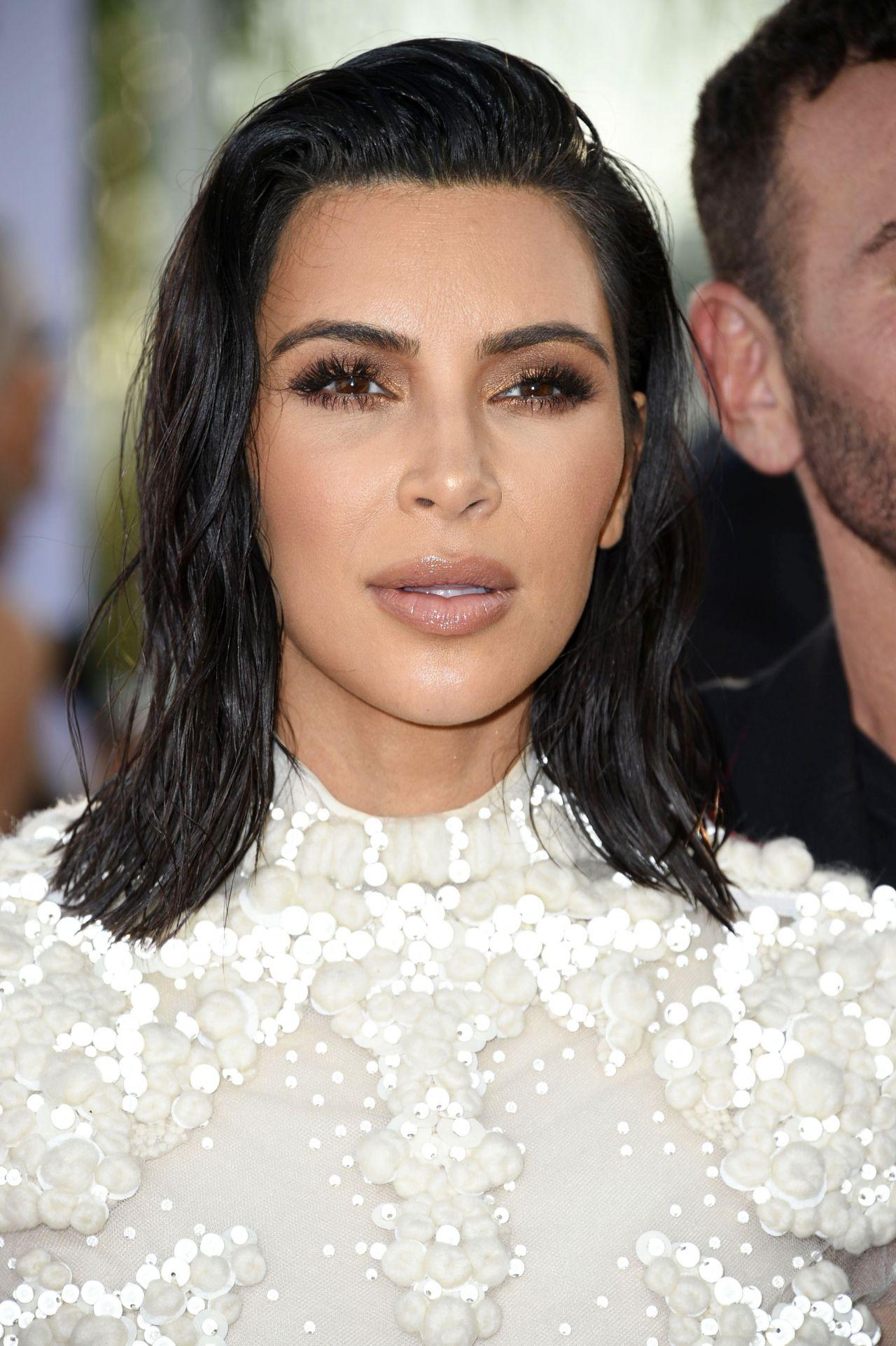Kim Kardashian At Daily Front Row U2019s Fashion Los Angeles