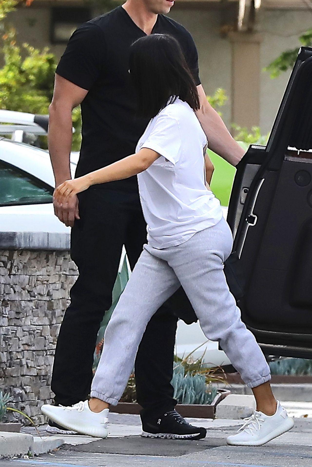 Kim Kardashian Street Style - Arrives to the Studio in Los ...