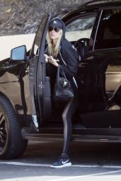 Kimberly Stewart Heading to the Gym in Los Angeles 4/5/2017