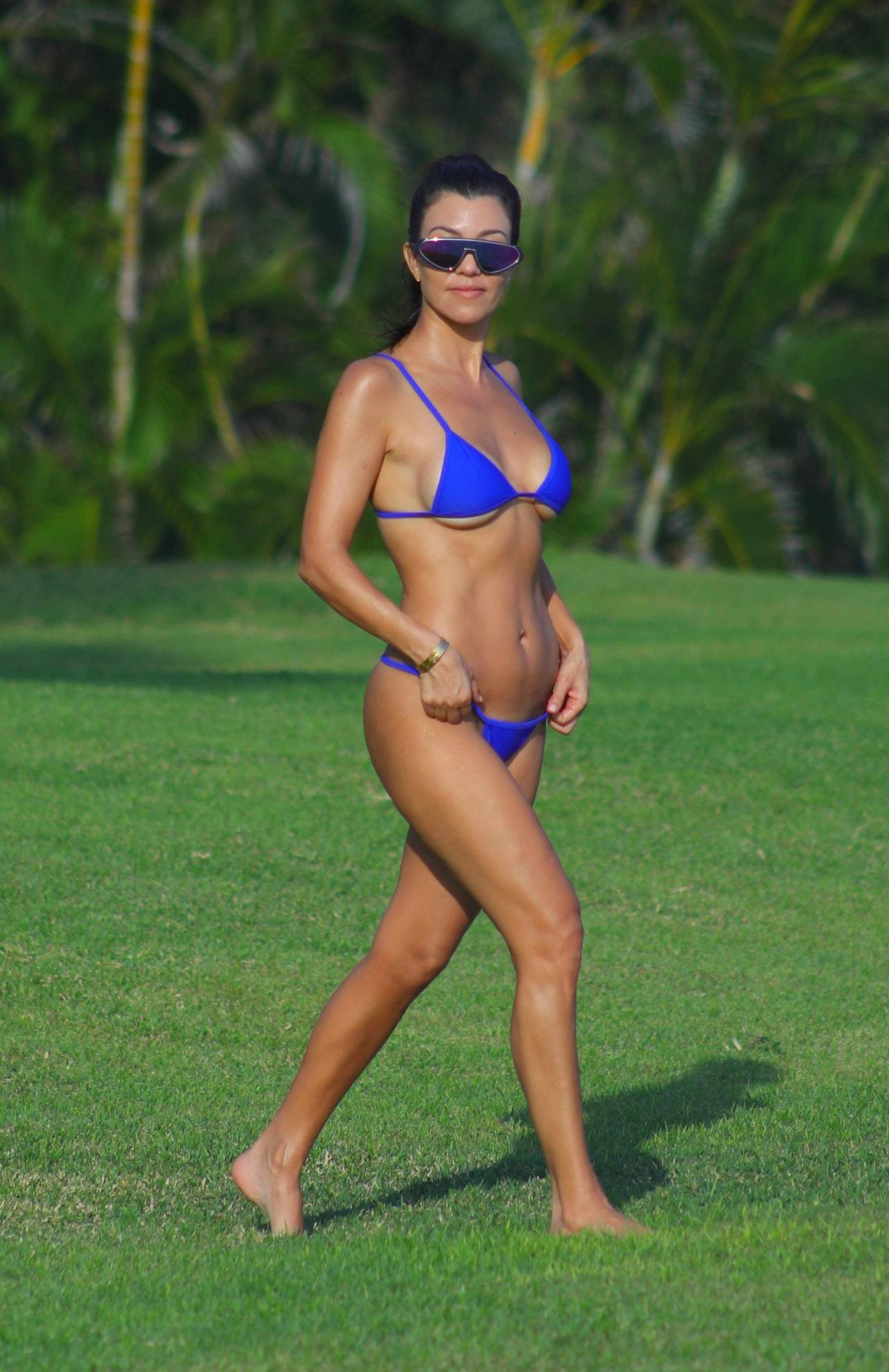 Kourtney Kardashian in Bikini on the Beach in Mexico 04/25 ...