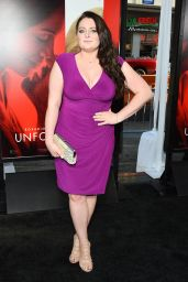 "Lauren Ash on Red Carpet – ""Unforgettable"" Premiere in LA 4/18/2017"