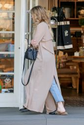 LeAnn Rimes Street Style - Shopping in Calabasas, April 2017