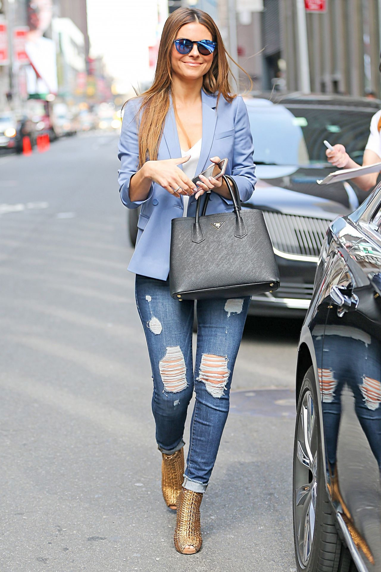 Maria Menounos Showing Off Her Trendy Style