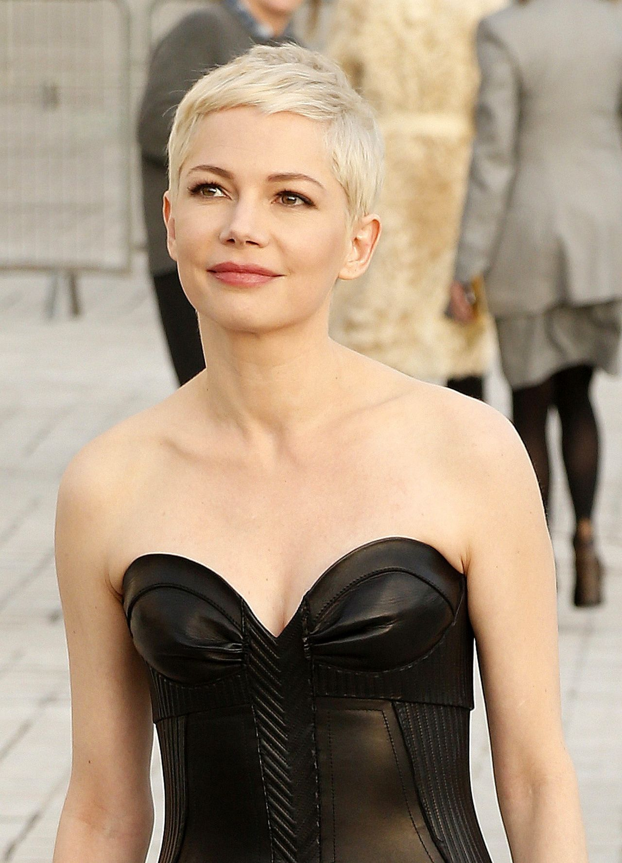 Michelle Williams At Louis Vuitton Dinner Party Louvre In Paris