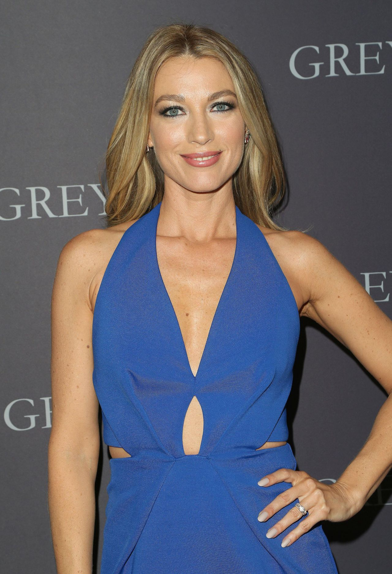 Natalie Zea On Red Carpet Quot Grey Lady Quot Movie Premiere In