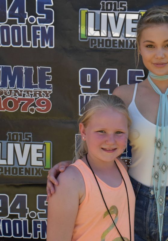 Olivia Holt - Meet & Greet at LIVE 101.5 PRESENTS #KIDTOPIA! Festival in Phoenix 4/22/2017
