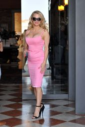 Pamela Anderson Style - Venice. Italy 4/11/2017