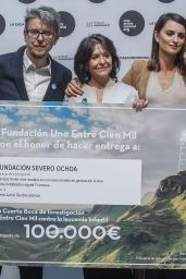 Penelope Cruz - Awards the IV Research Grant of the Unoentrecienmil Foundation Against Childhood Leukemia, Madrid 04/24/2017