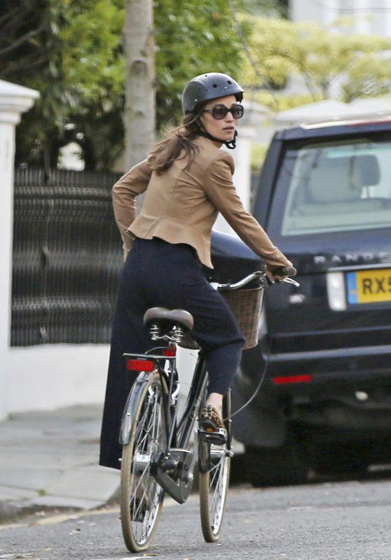 Pippa Middleton - Riding Bike Around London 4/11/2017