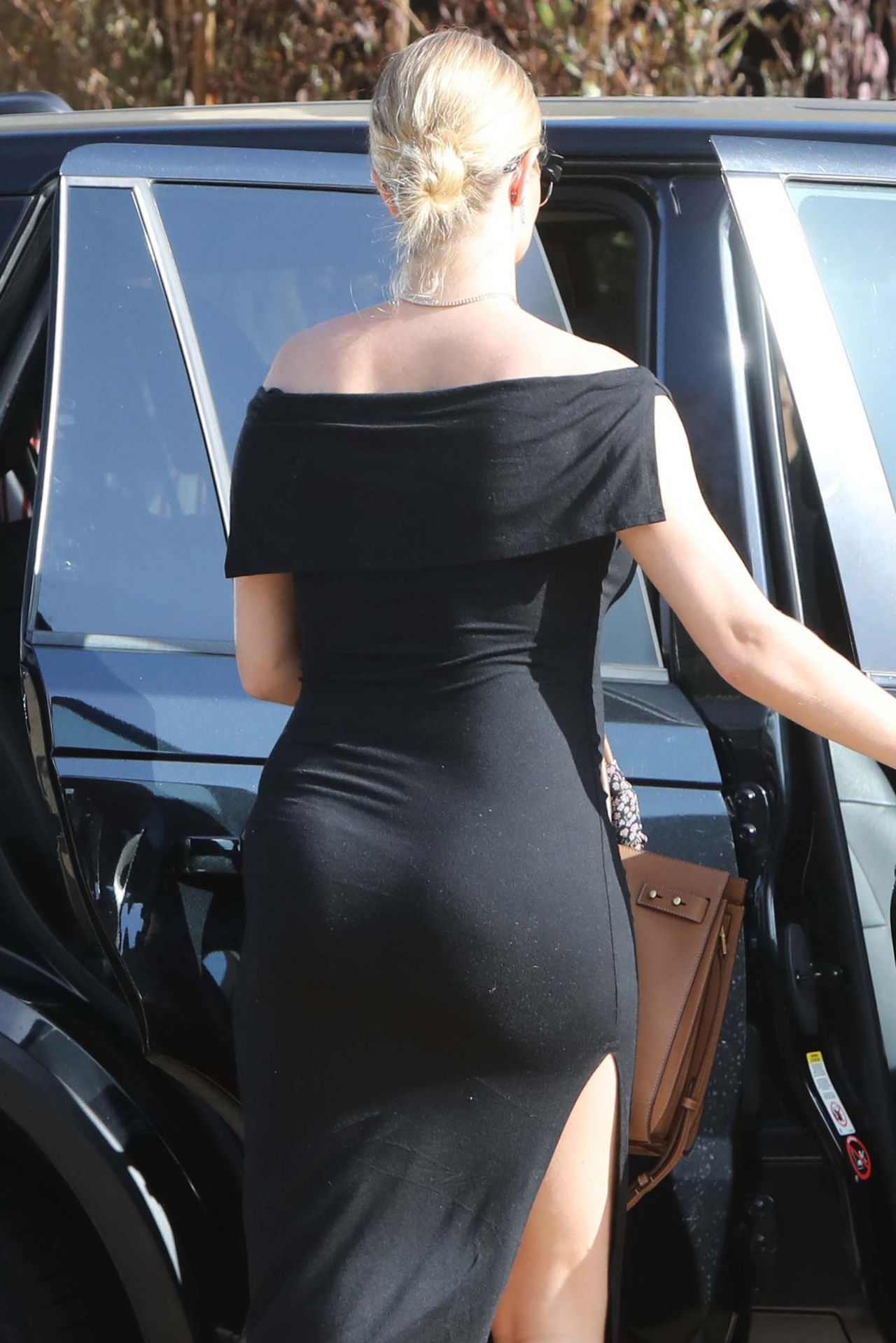 Pregnant Rosie Huntington Whiteley Goes For Her Baby