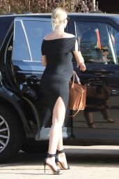 Pregnant Rosie Huntington-Whiteley Goes For Her Baby Shower in Malibu, April 2017