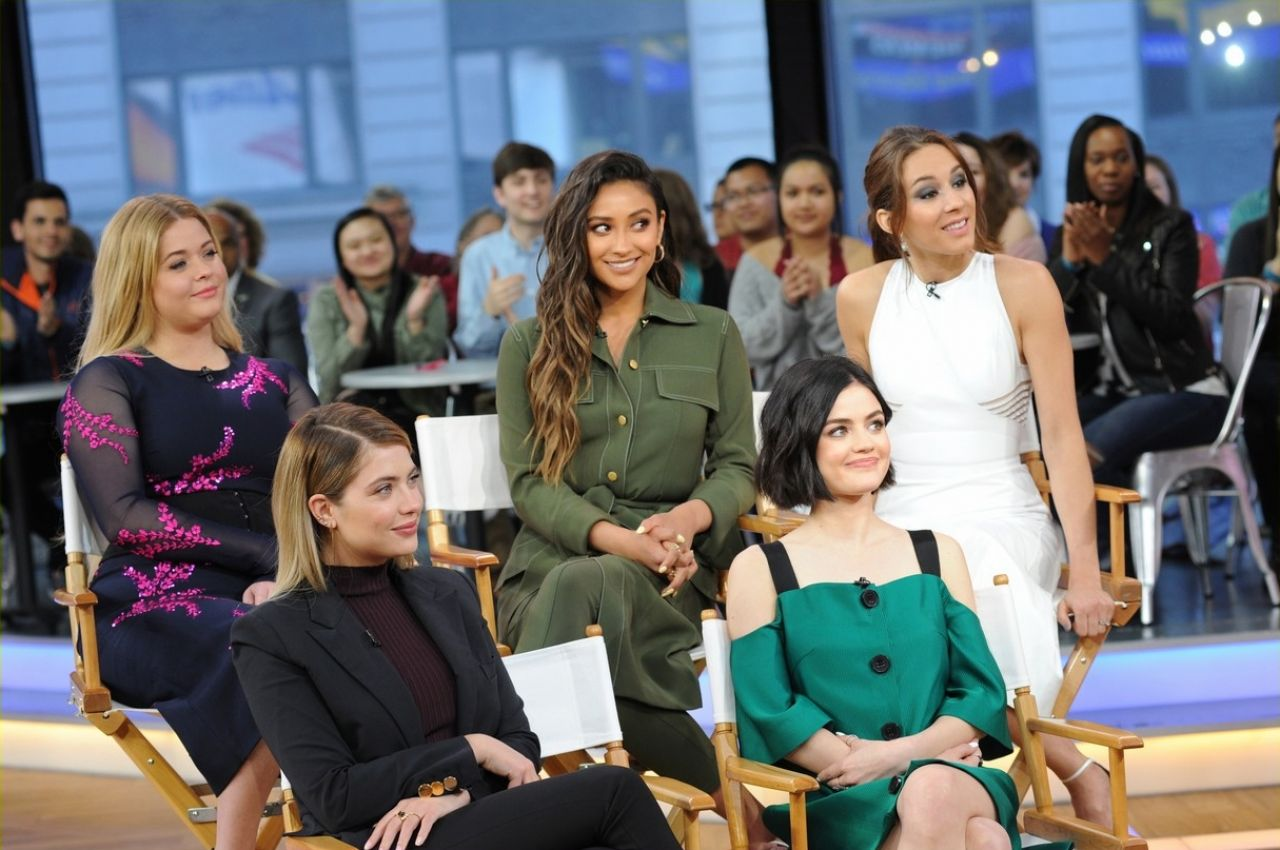 Good Morning America Nyc : Pretty little liars cast at good morning america in new