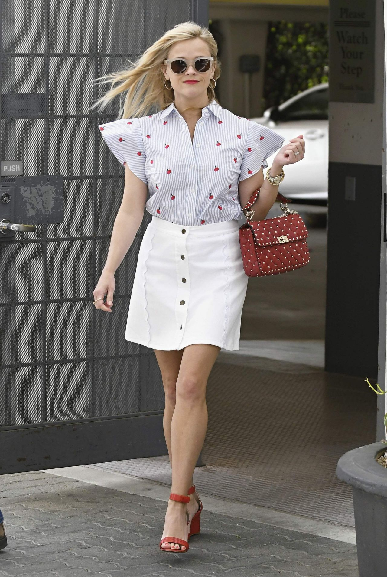 Reese Witherspoon Chic Street Style - Out in Los Angeles ... Reese Witherspoon