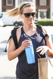 Reese Witherspoon in Workout Attire - Los Angeles 4/11/2017